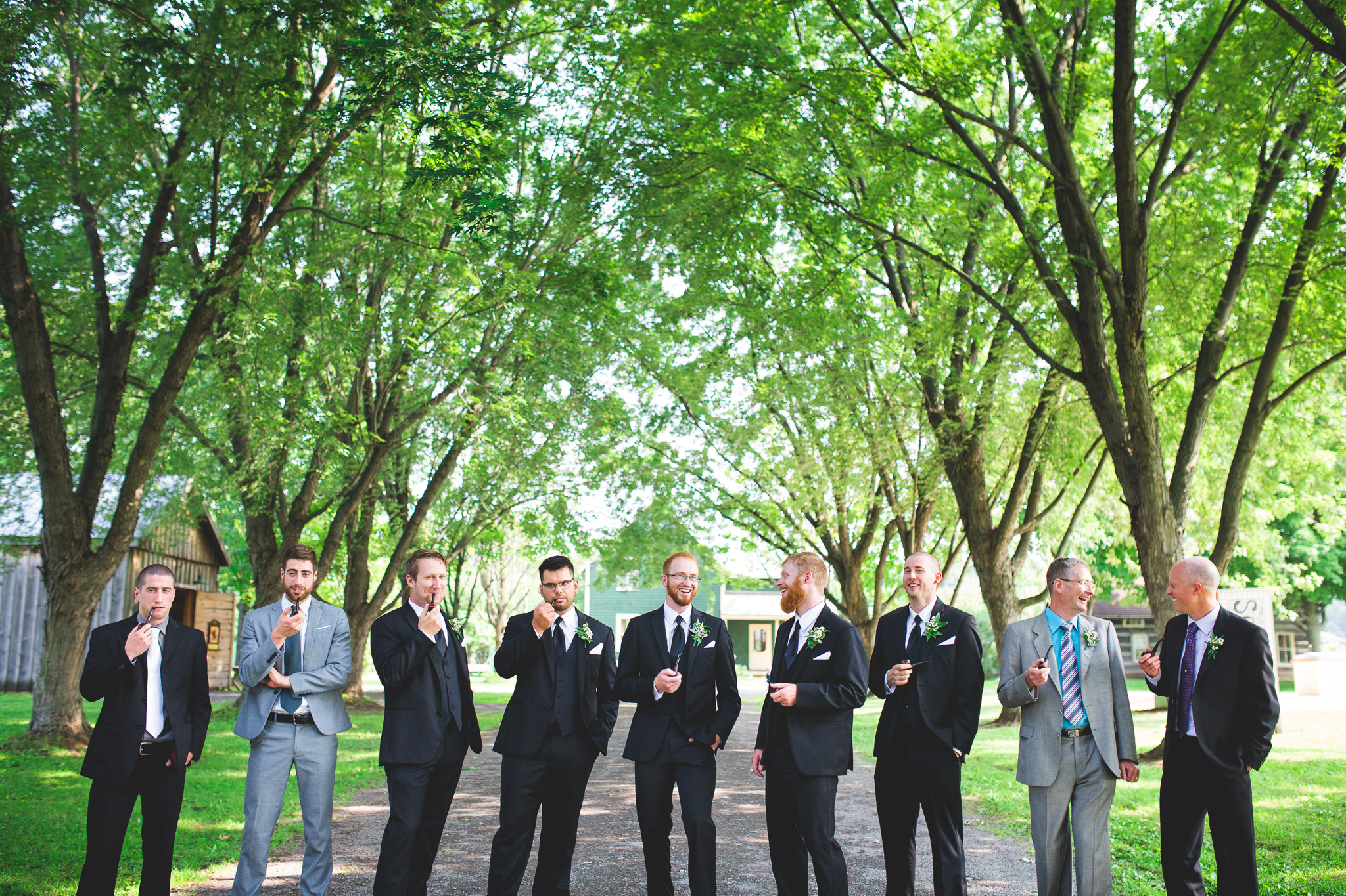 Groomsmen-smoking-pipes