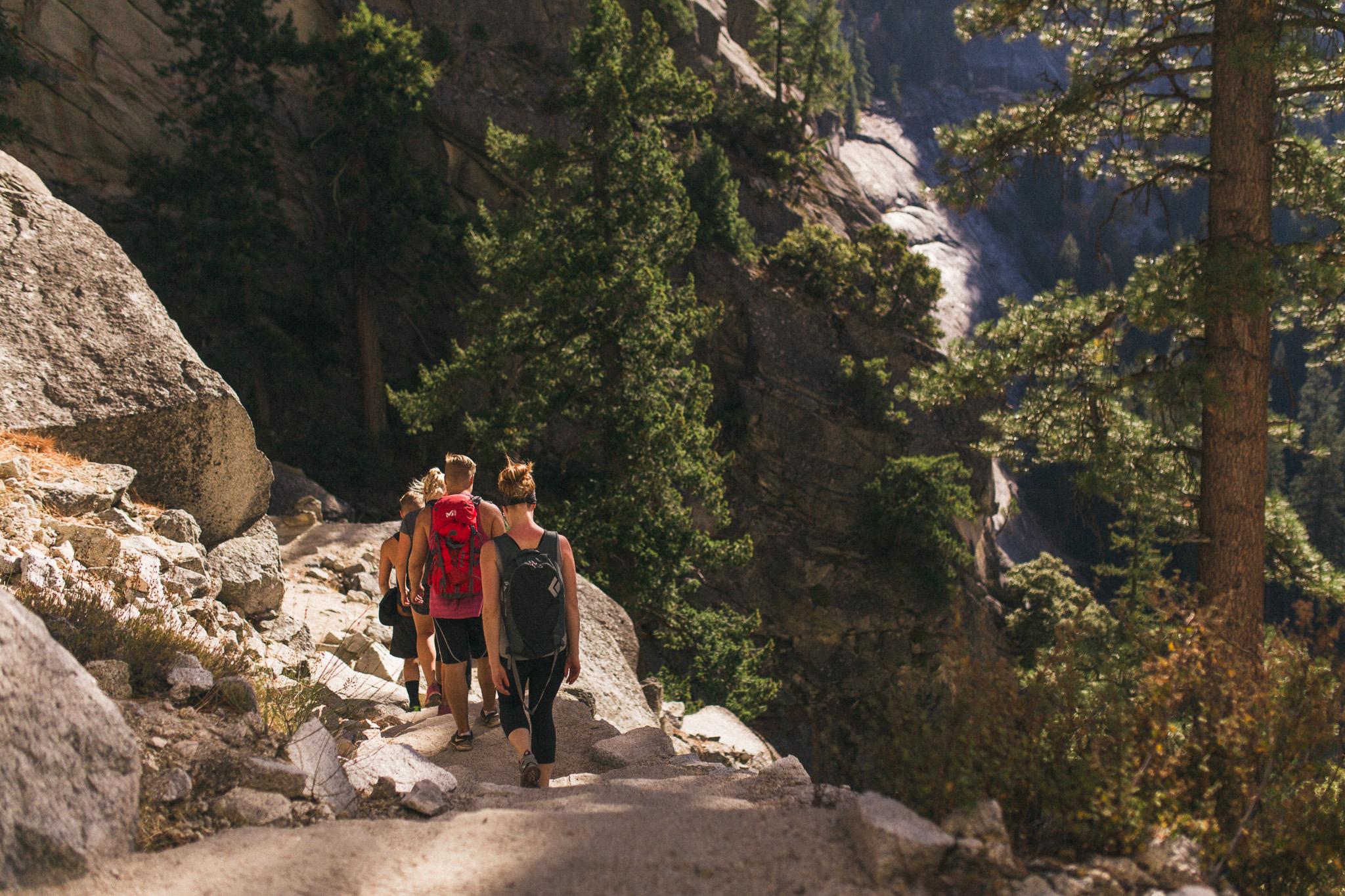hiking-yosemite-in-group
