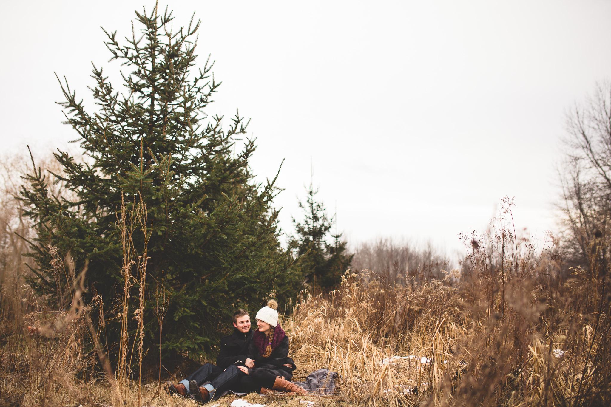 engagement-photo-in-ottawa-field