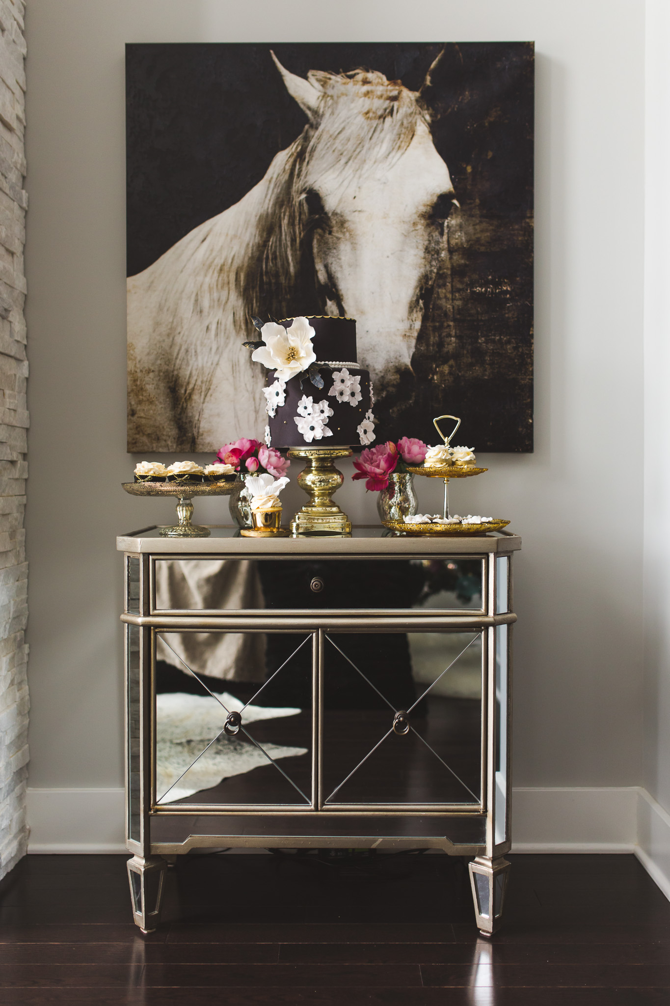 mini-dessert-table-black-gold