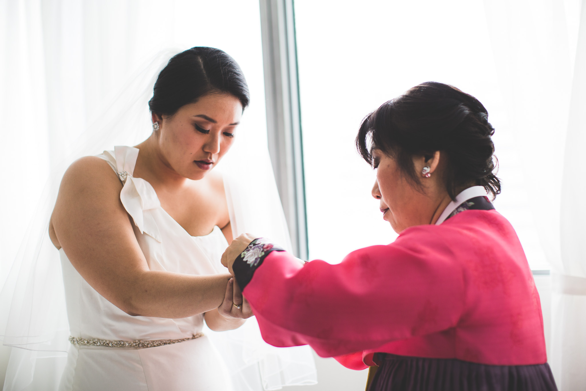 Mother-helping-bride-ottawa