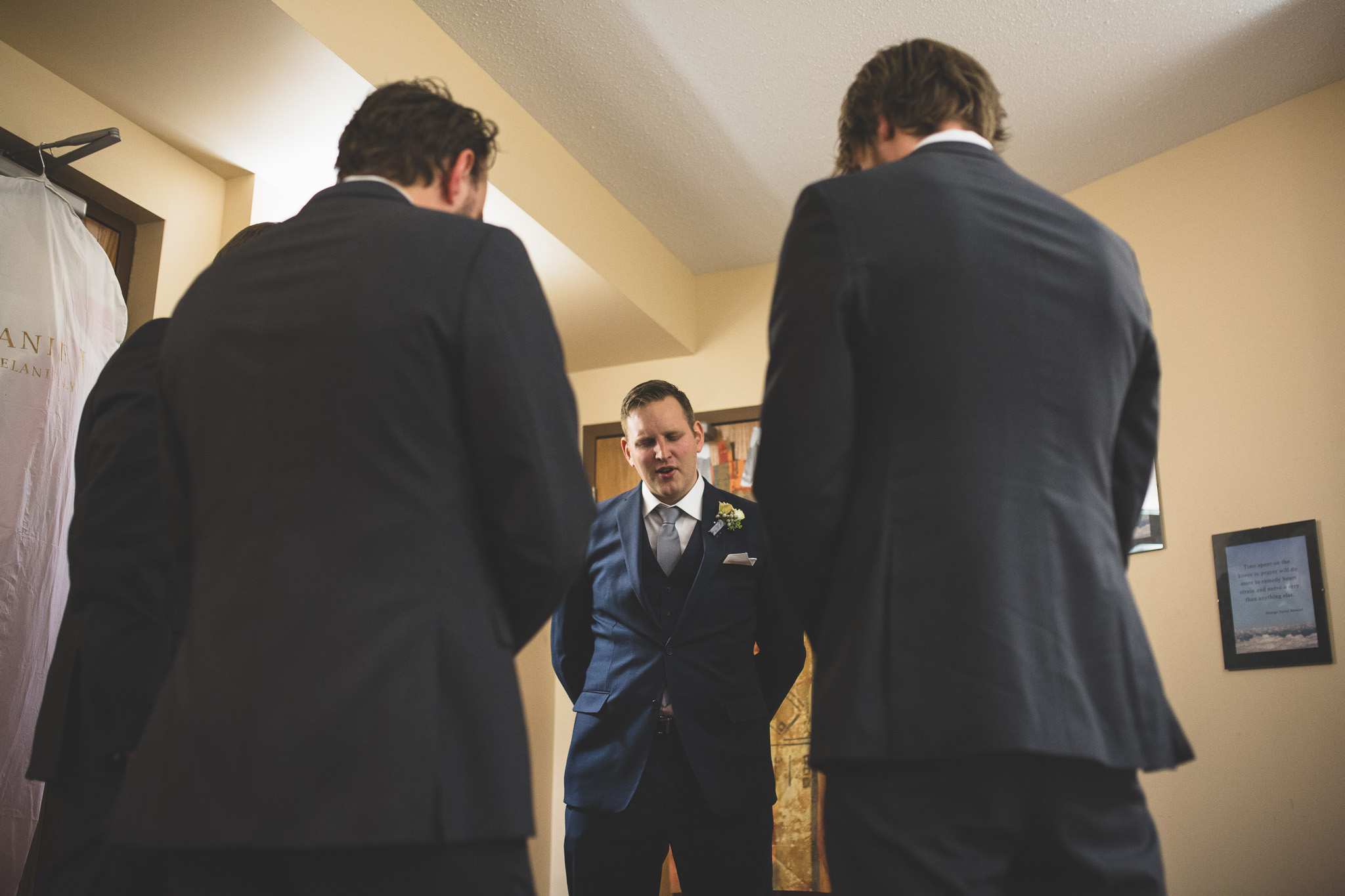 Groomsmen-praying
