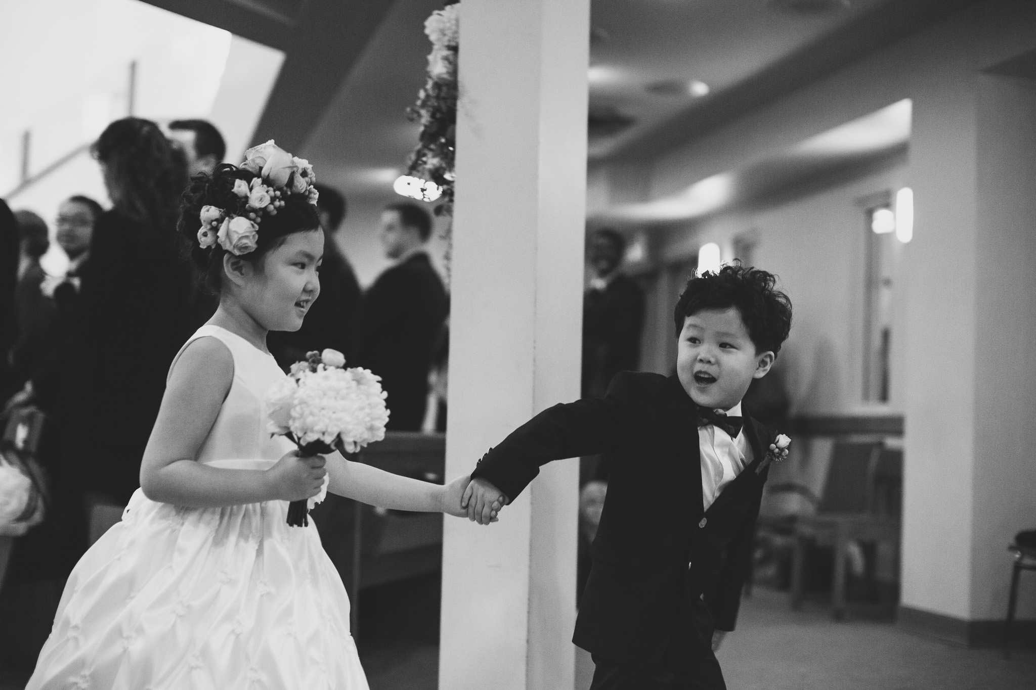 ring-bearer-flower-girl-holding-hands