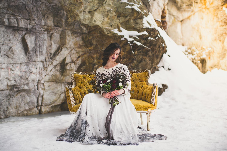 styalized_winter_wedding_Ontario