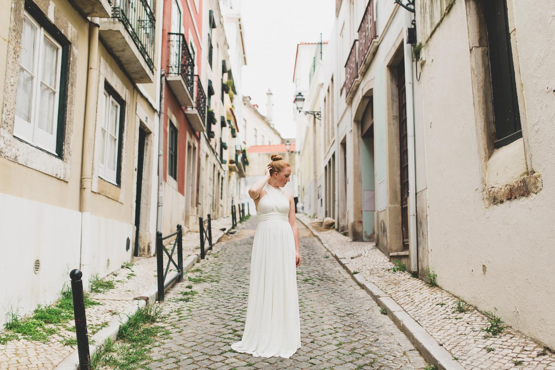 Wedding photos in Lisbon streets