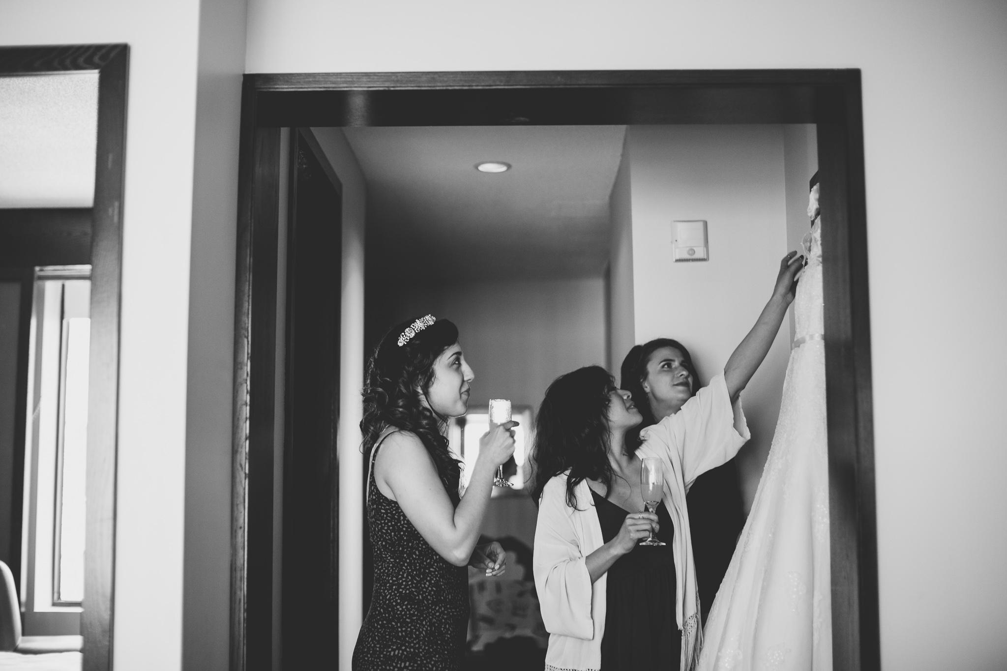 Natural, candid documentary wedding photos
