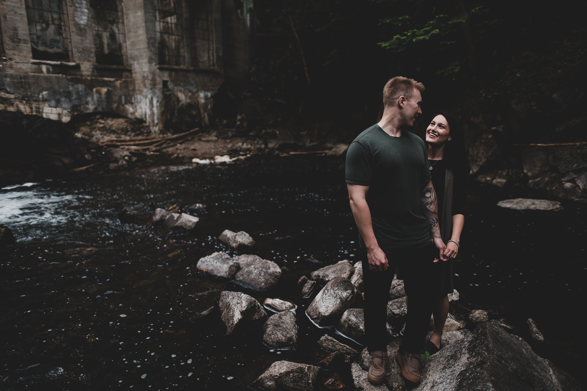Outdoorsy engagement session Gatineau Park