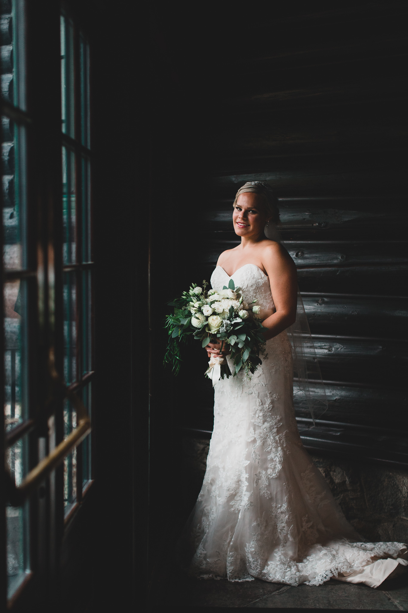 Classy & Traditional Wedding, Chateau Montebello