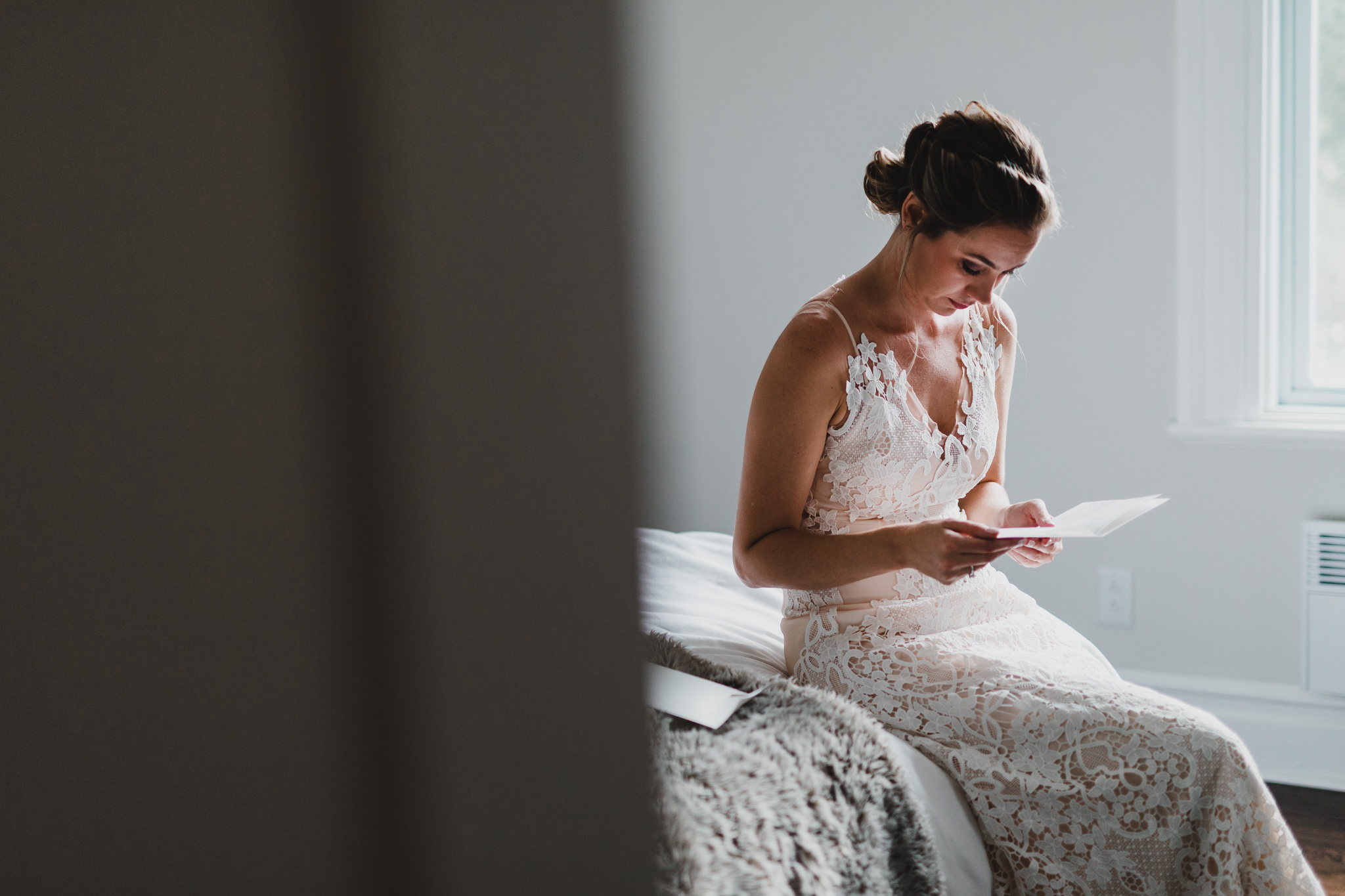 Bride her a note before her wedding day