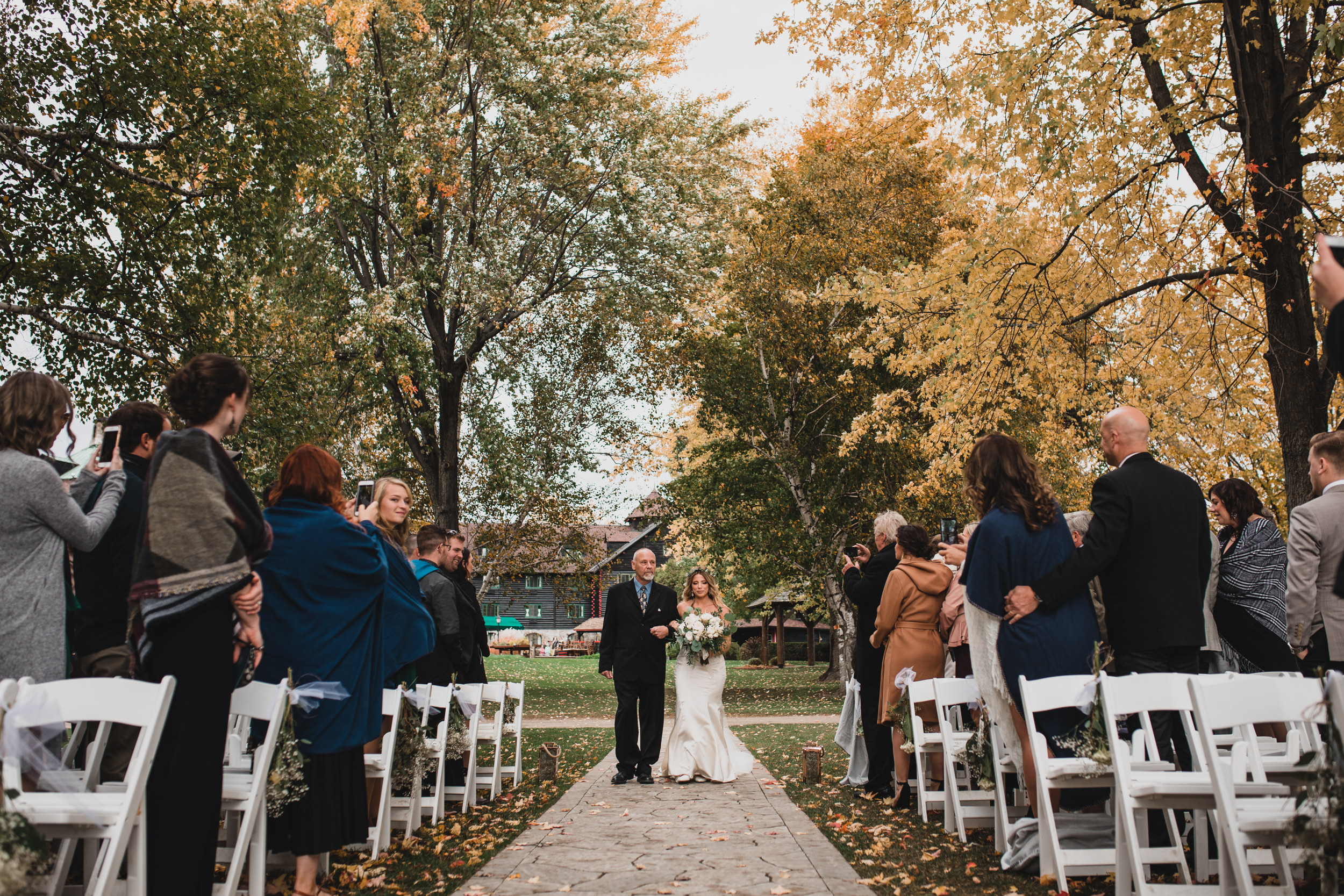 Fall wedding in Montebello Quebec