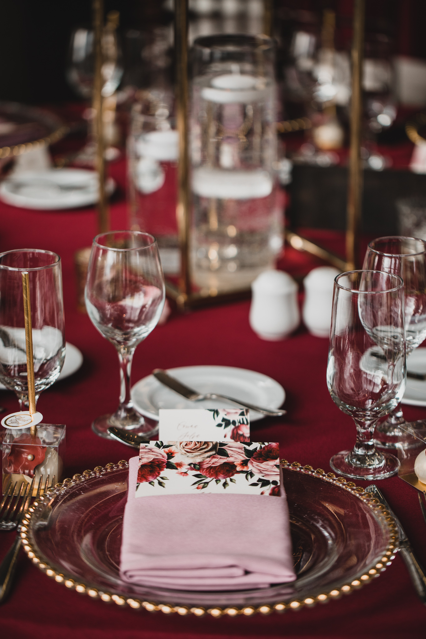 Red wedding colour, modern, floral