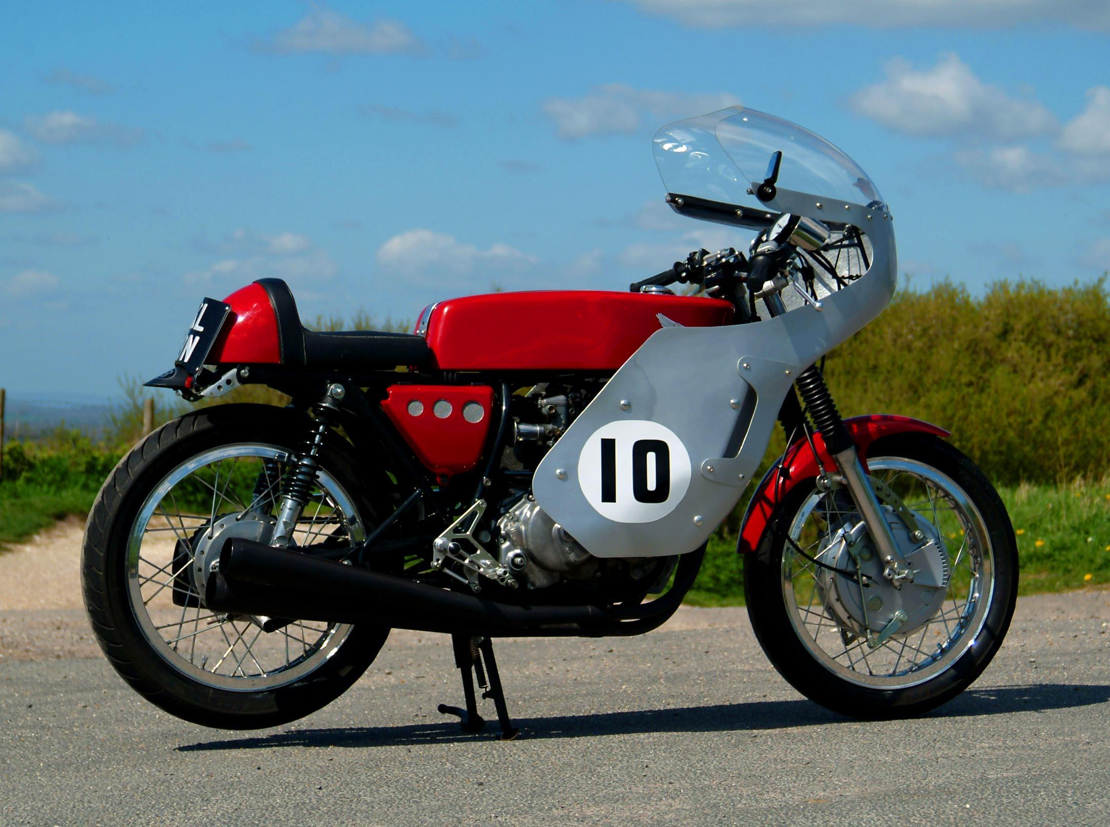 Hoxton Moto - Honda 400cc Race Rep.jpg