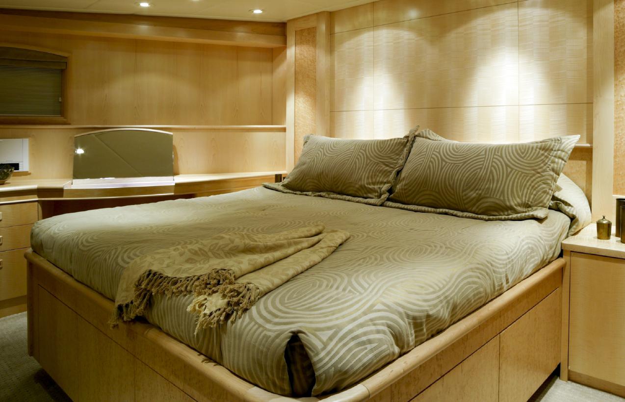 owner's cabin bedding.jpeg
