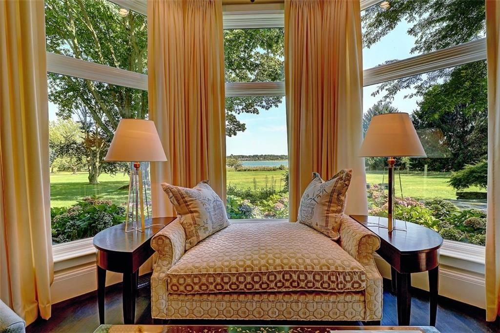 Luxe_and_Livable_Interior_Design_Blog_by_Maloney_Interiors_Barrington_Rhode_Island_Residential_Properties_Real_Estate_4.jpg