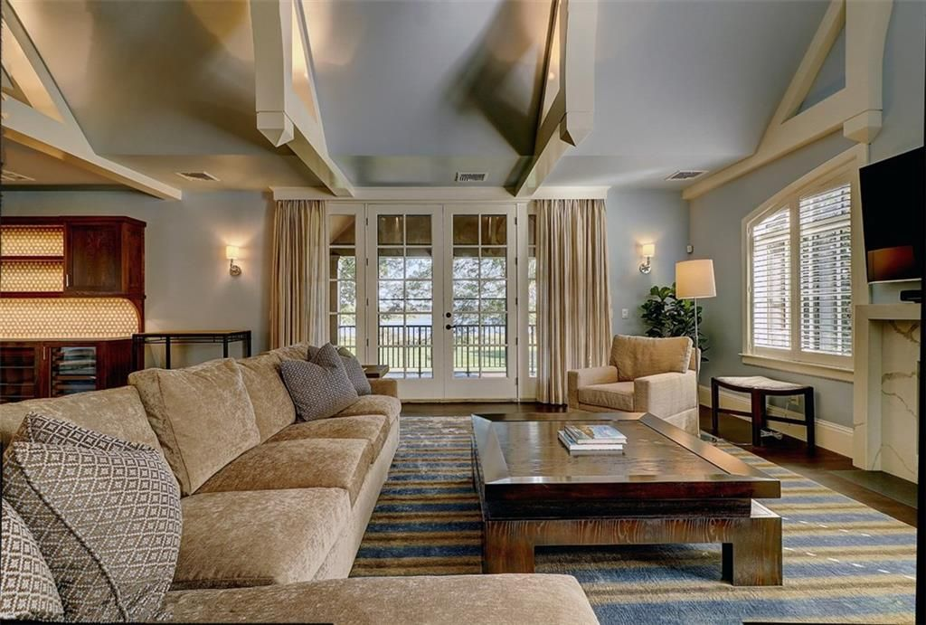 Luxe_and_Livable_Interior_Design_Blog_by_Maloney_Interiors_Barrington_Rhode_Island_Residential_Properties_Real_Estate_16.jpg