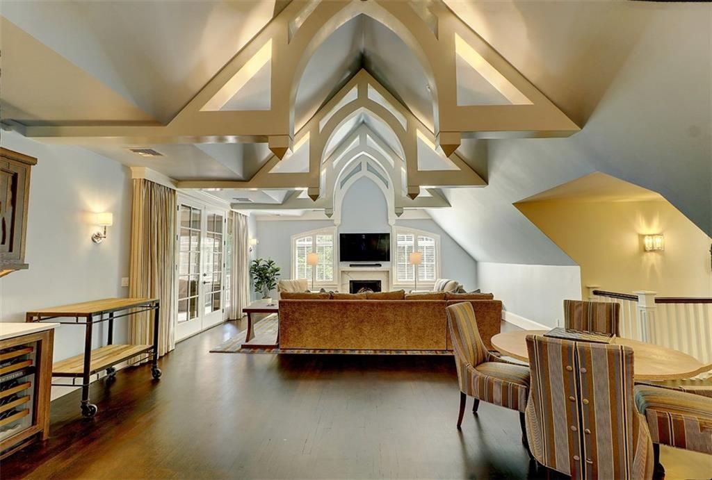 Luxe_and_Livable_Interior_Design_Blog_by_Maloney_Interiors_Barrington_Rhode_Island_Residential_Properties_Real_Estate_17.jpg
