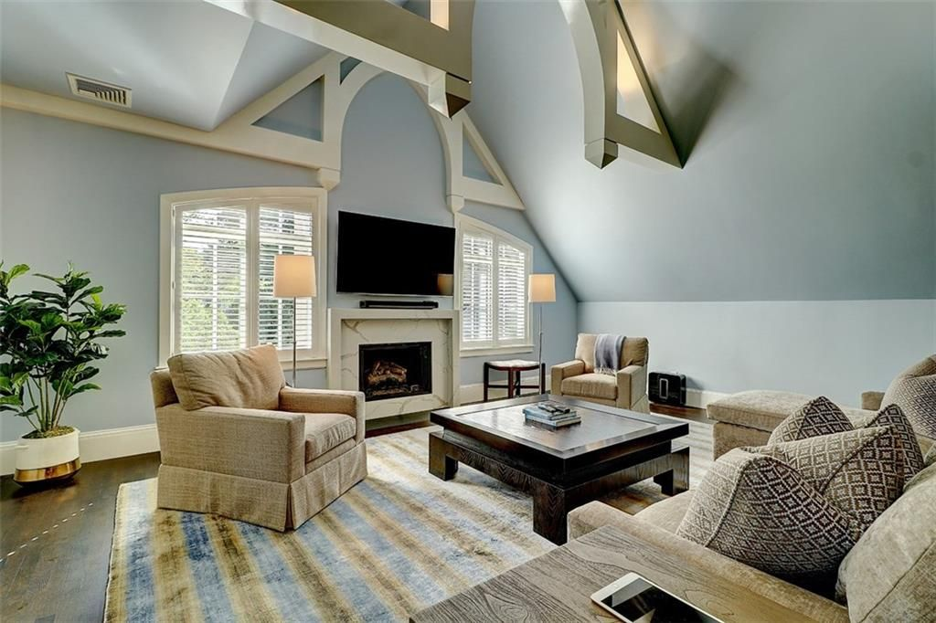 Luxe_and_Livable_Interior_Design_Blog_by_Maloney_Interiors_Barrington_Rhode_Island_Residential_Properties_Real_Estate_18.jpg