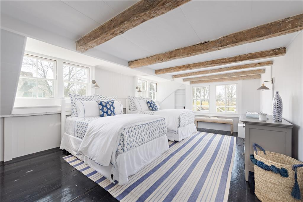 Luxe_and_Livable_Interior_Design_Blog_by_Maloney_Interiors_of_Newport_Rhode_Island_11_Westerly_Rd_by_Mott_and_Chace_Watch_Hill_35.jpg
