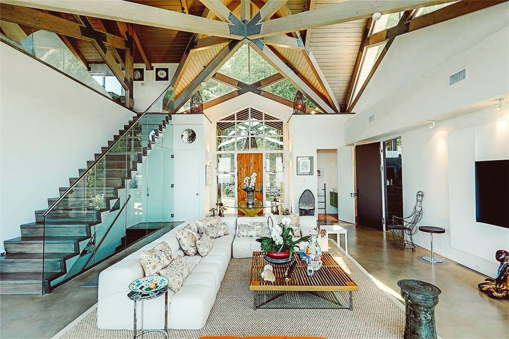 Luxe_and_Livable_Interior_Design_Blog_by_Maloney_Interiors_Newport_Rhode_Island_Residential_Properties_Glass_House_02.jpg
