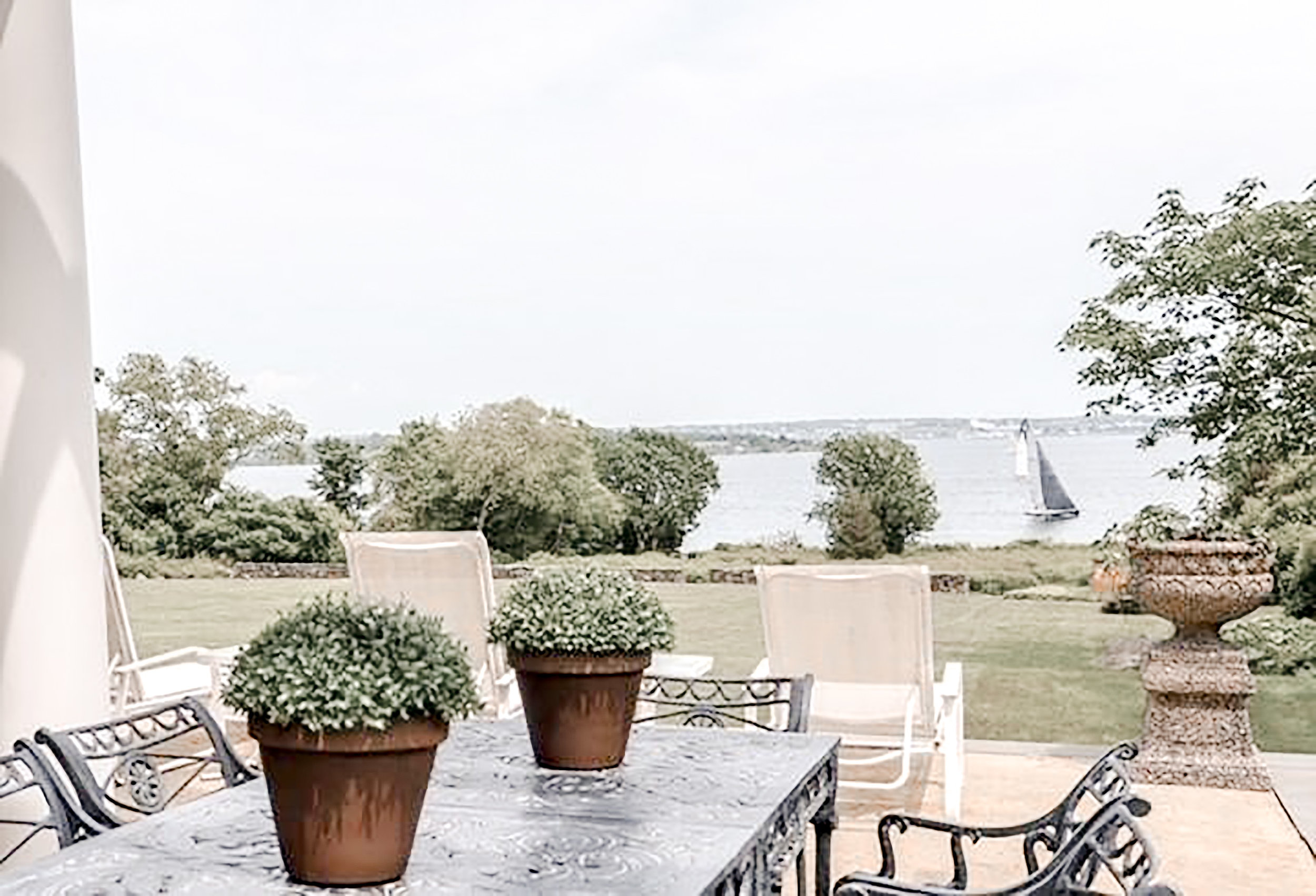 Luxe_and_Livable_Interior_Design_Blog_by_Maloney_Interiors_Newport_Rhode_Island_Gustave_White_Sotheby_Real_Estate_16.jpg
