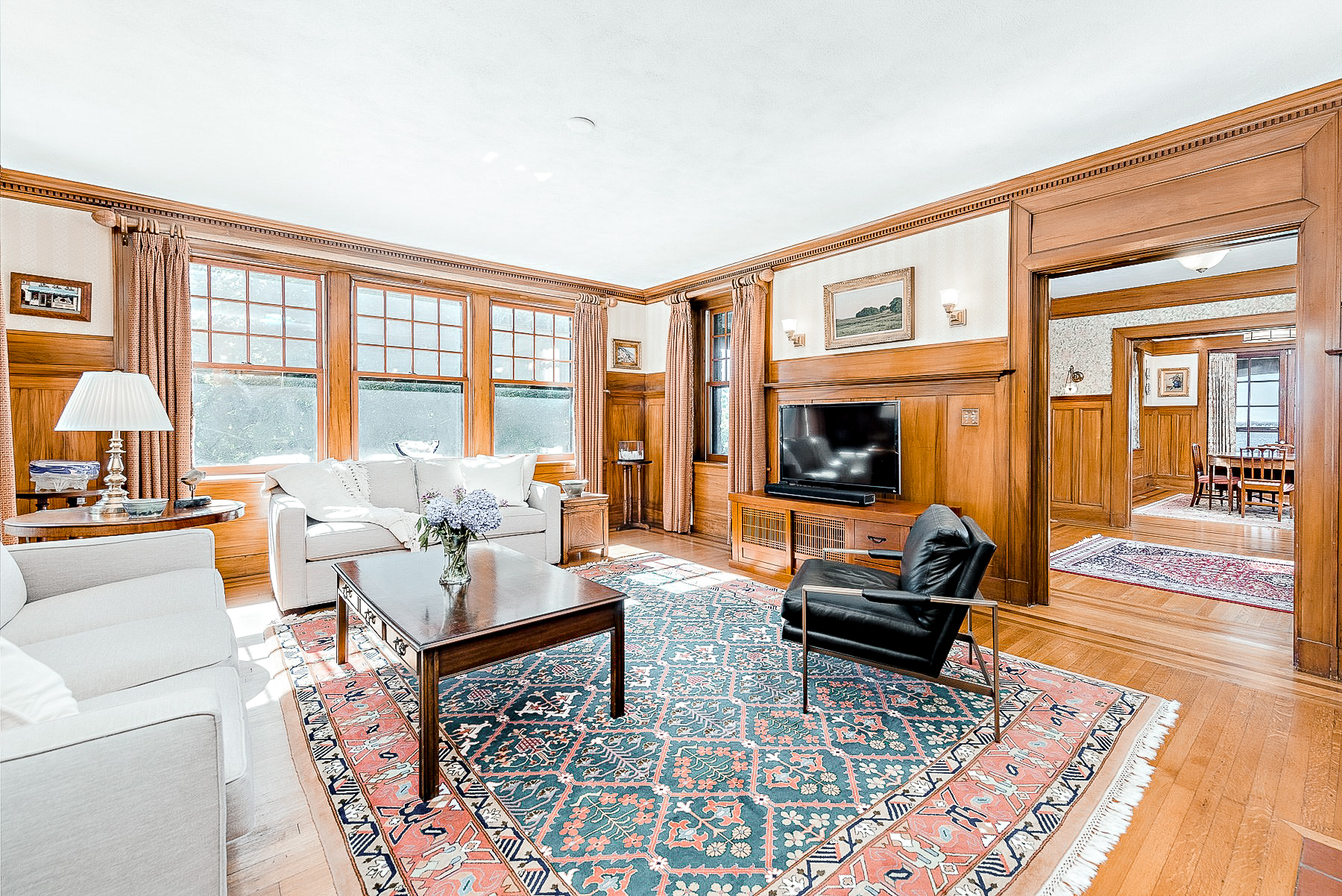 Luxe_and_Livable_Interior_Design_Blog_by_Maloney_Interiors_Mott_and_Chase_Realty_11.jpg