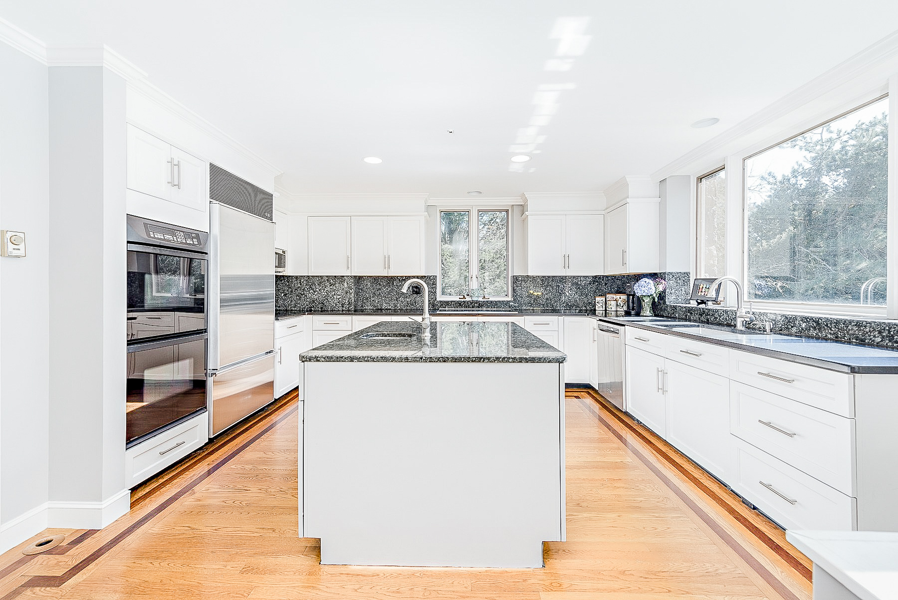 Luxe_and_Livable_Interior_Design_Blog_by_Maloney_Interiors_Mott_and_Chase_Realty_13.jpg