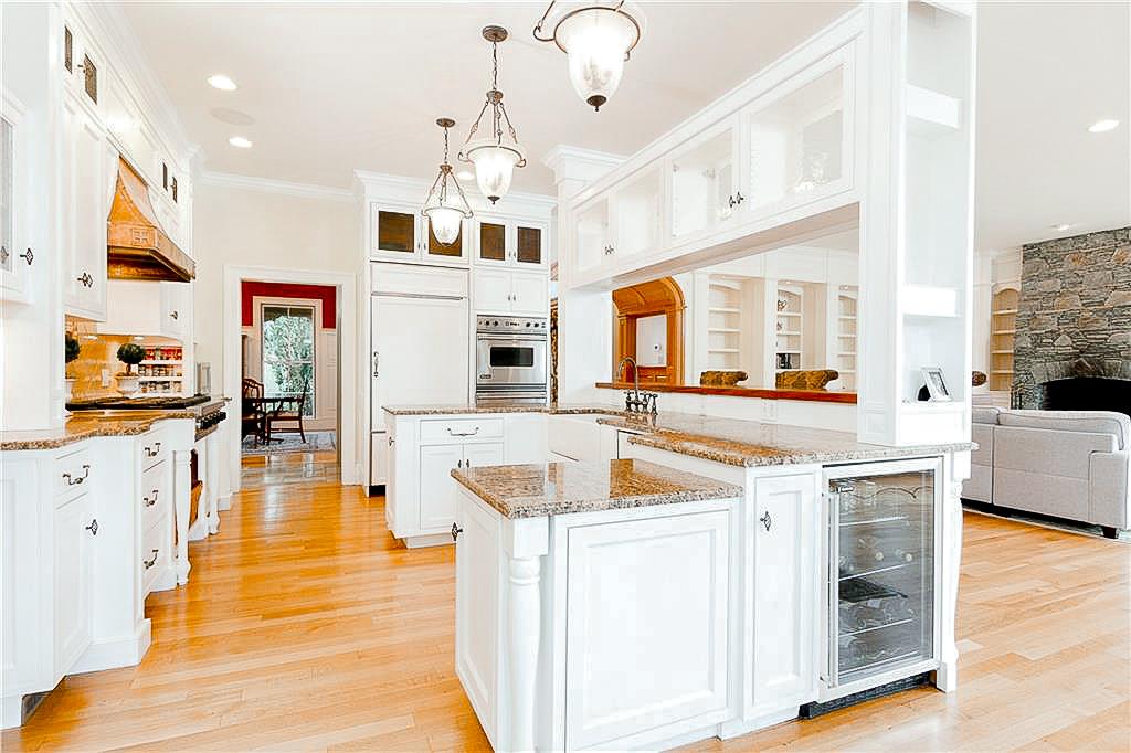 Luxe_and_Livable_Interior_Design_Blog_by_Maloney_Interiors_Newport_Rhode_Island_Lila_Delman_Real_Estate_10.jpg