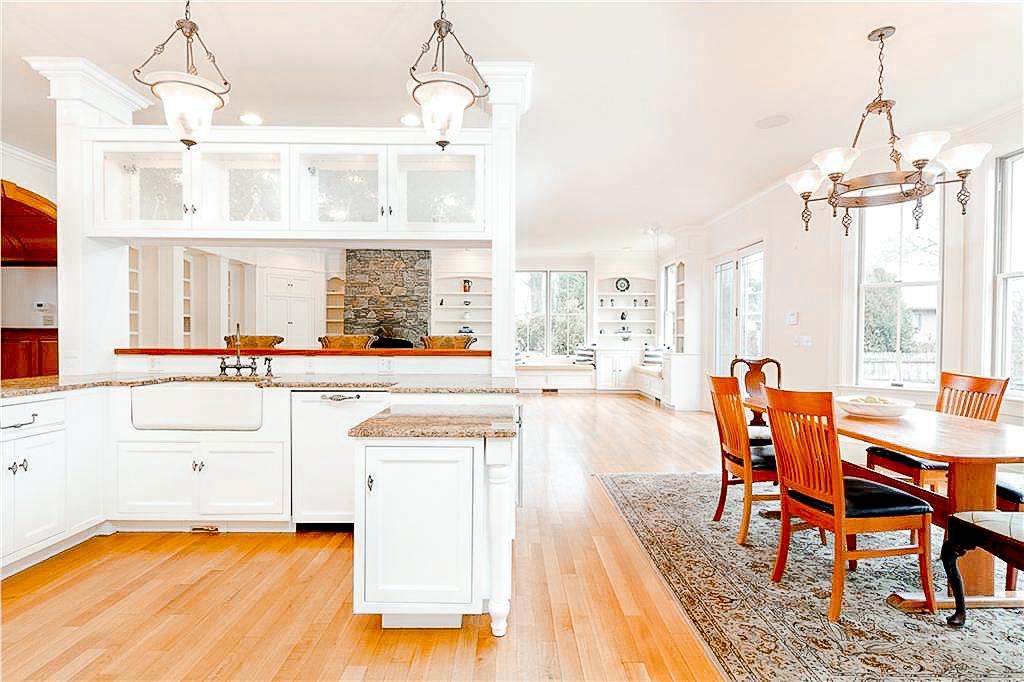 Luxe_and_Livable_Interior_Design_Blog_by_Maloney_Interiors_Newport_Rhode_Island_Lila_Delman_Real_Estate_13.jpg