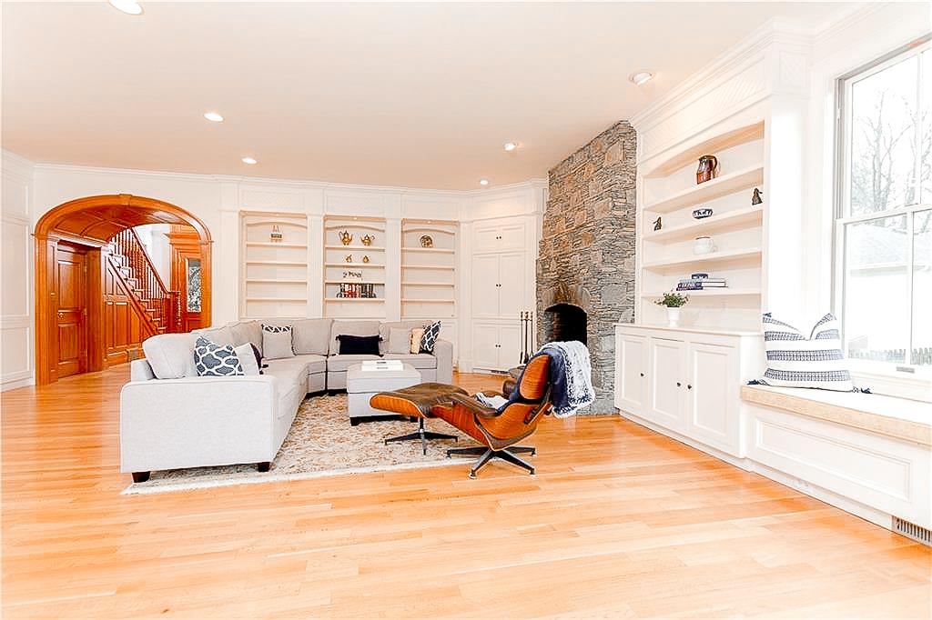 Luxe_and_Livable_Interior_Design_Blog_by_Maloney_Interiors_Newport_Rhode_Island_Lila_Delman_Real_Estate_15.jpg