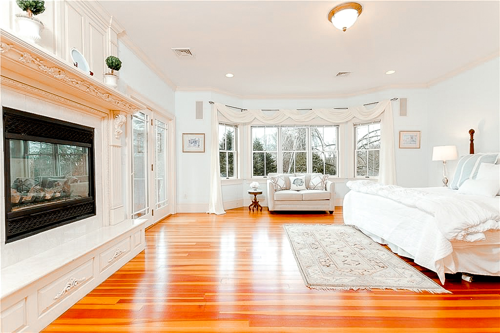 Luxe_and_Livable_Interior_Design_Blog_by_Maloney_Interiors_Newport_Rhode_Island_Lila_Delman_Real_Estate_17.jpg