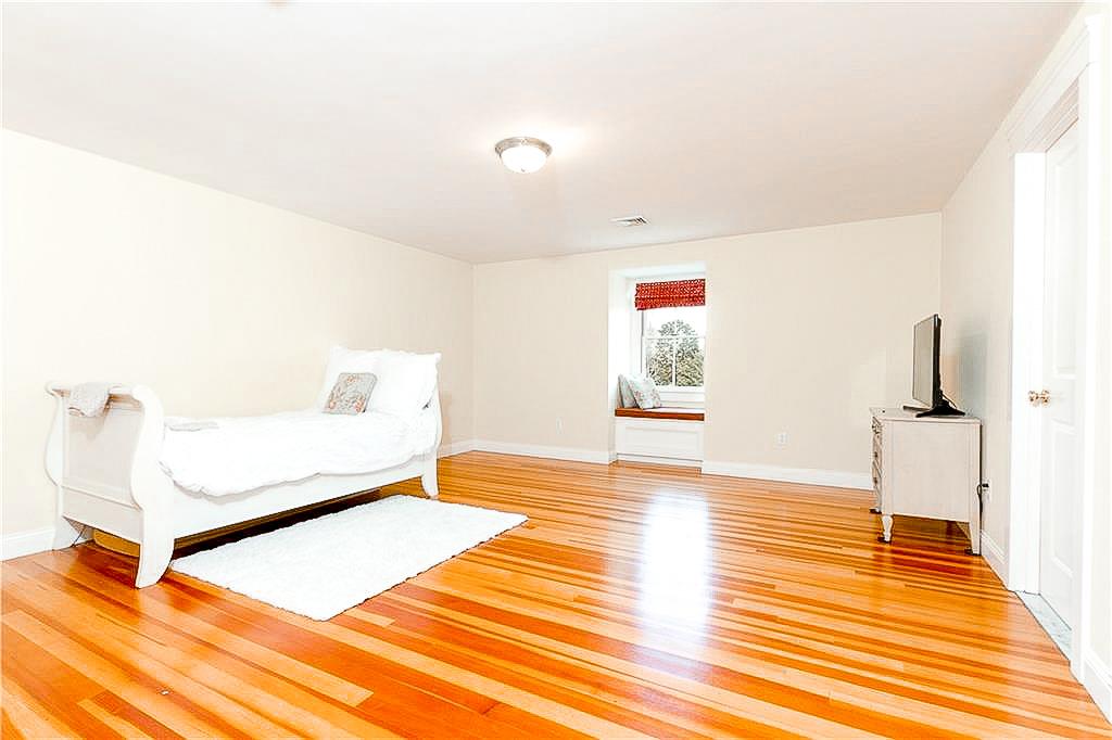 Luxe_and_Livable_Interior_Design_Blog_by_Maloney_Interiors_Newport_Rhode_Island_Lila_Delman_Real_Estate_24.jpg