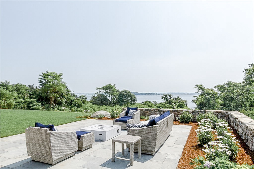 Luxe_and_Livable_Interior_Design_Blog_by_Maloney_Interiors_Newport_Rhode_Island_Lila_Delman_Real_Estate_28.jpg