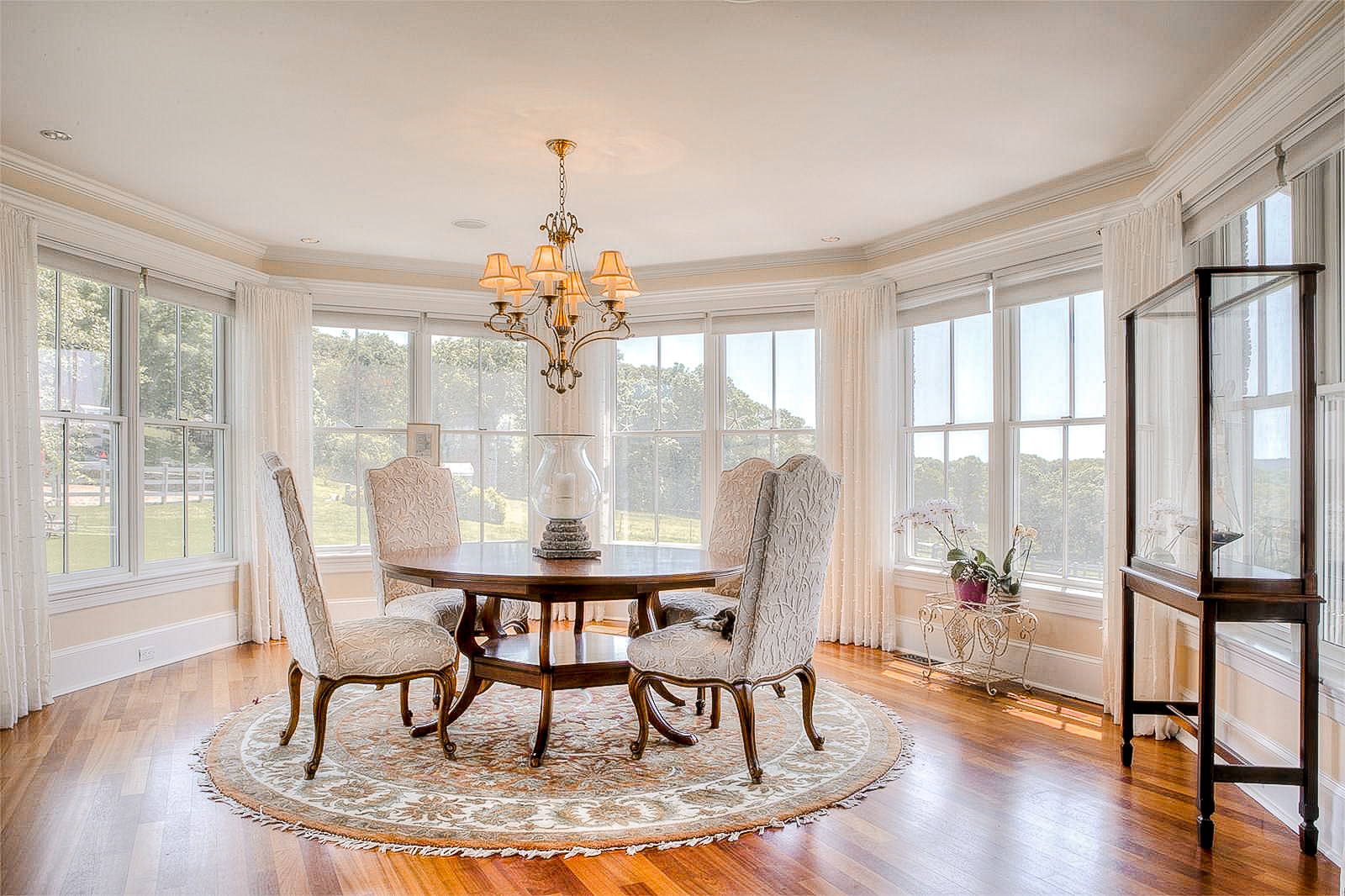 Luxe_and_Livable_Interior_Design_Blog_by_Maloney_Interiors_Newport_Rhode_Island_Gustave_White_Realty_21.jpg