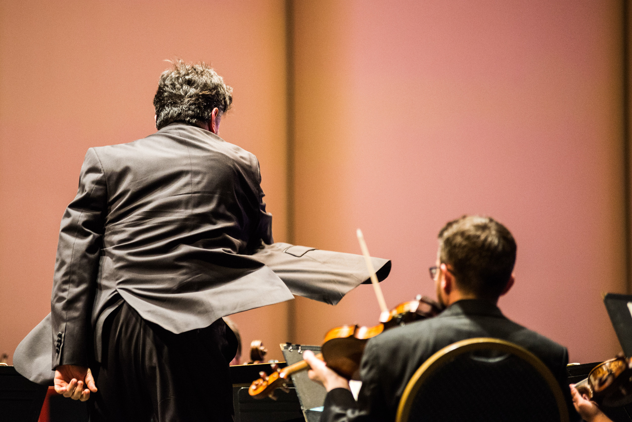 Constantine Kitsopoulous conducting at his last OKM concert in 2015