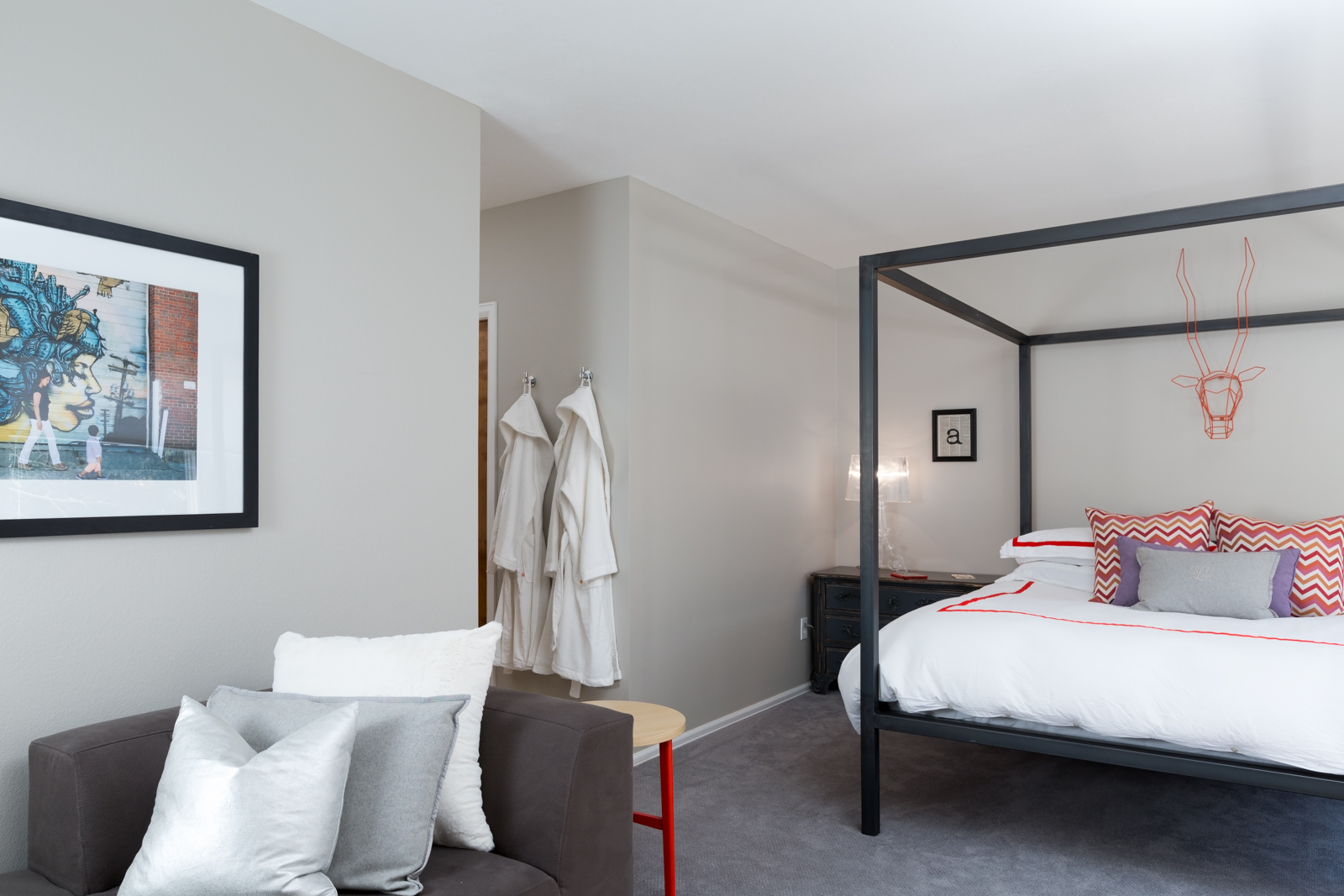 Master_bedroom-2-3128704515-O.jpg