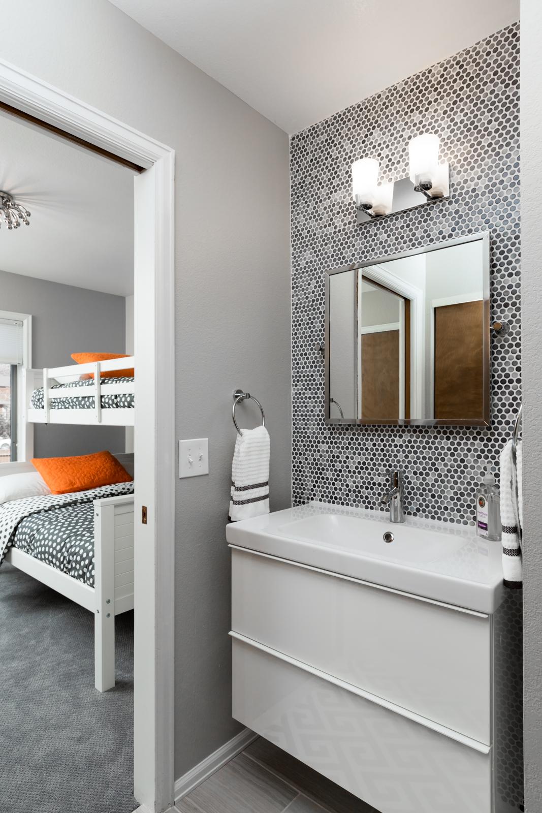 Second_bathroom-3128704324-O.jpg