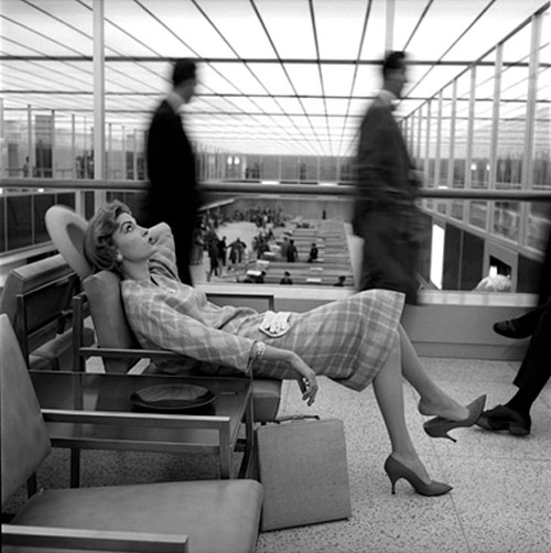 Mary McGloughlin, Idlewild Airport, New York, 1957. Photo credit: Jerry Schatzberg