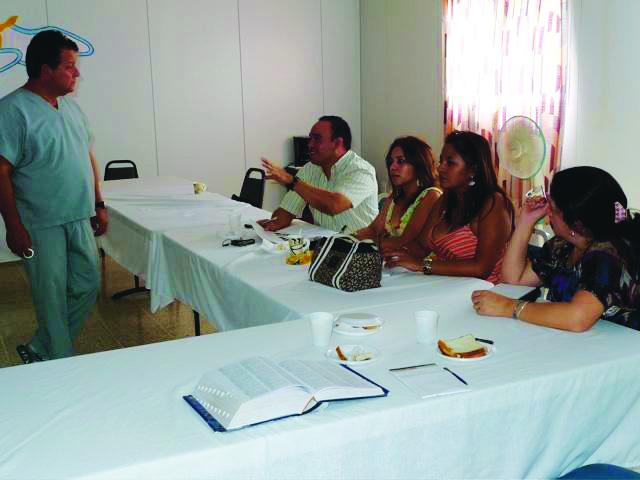 Dr. Robert Krauss gives a seminar to Honduran dentists on endodontics.