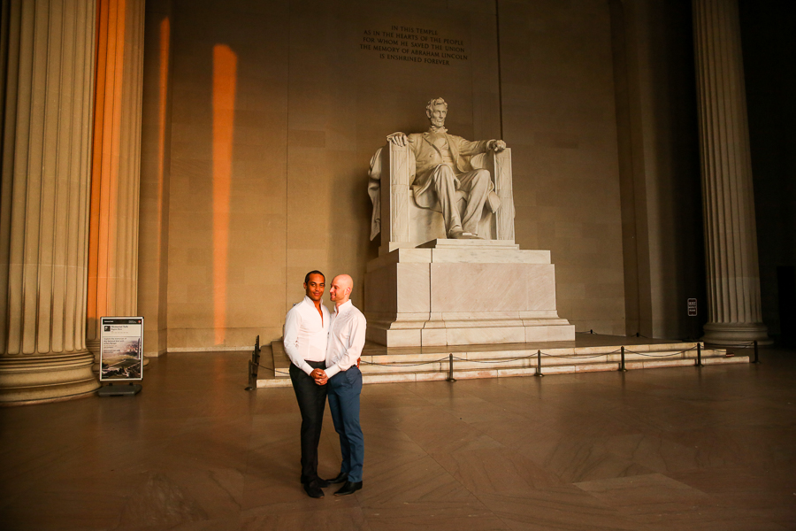Lincoln-memorial-sunrise-engagement-session