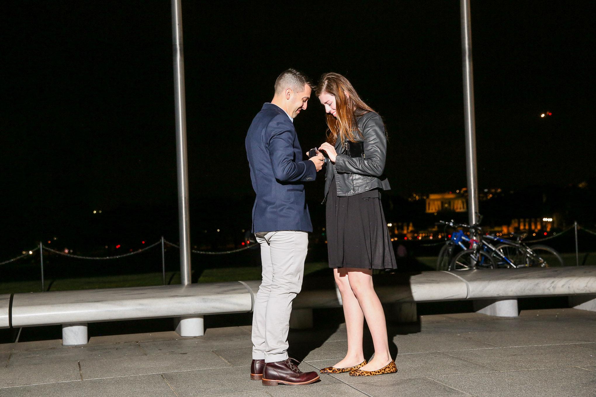 washington-monument-surprise-proposal-Photographer
