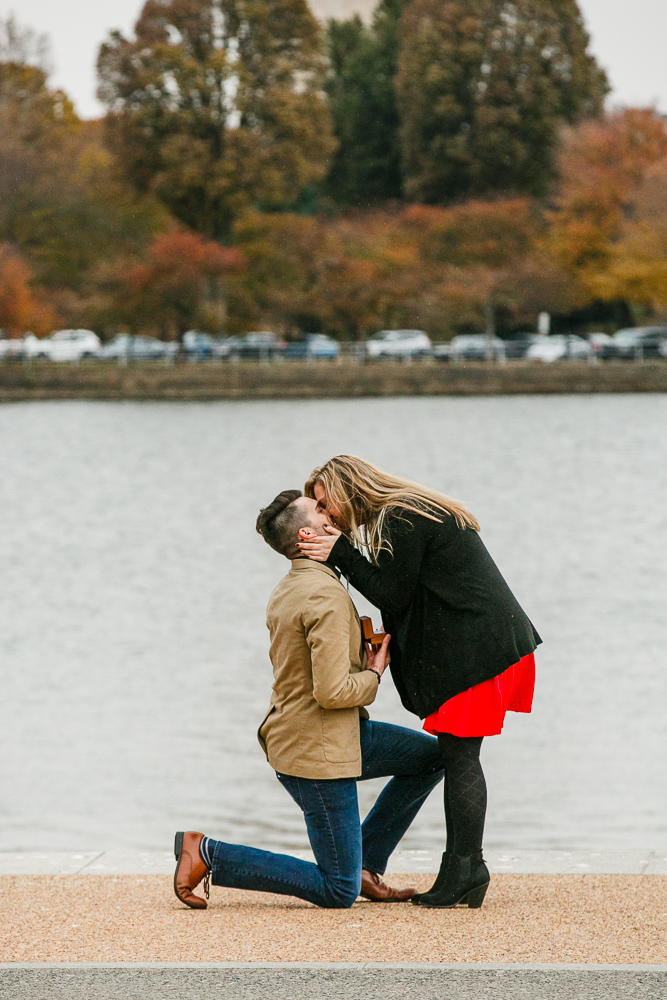 Jefferson-Memorial-Surprise-Proposal-Photographer