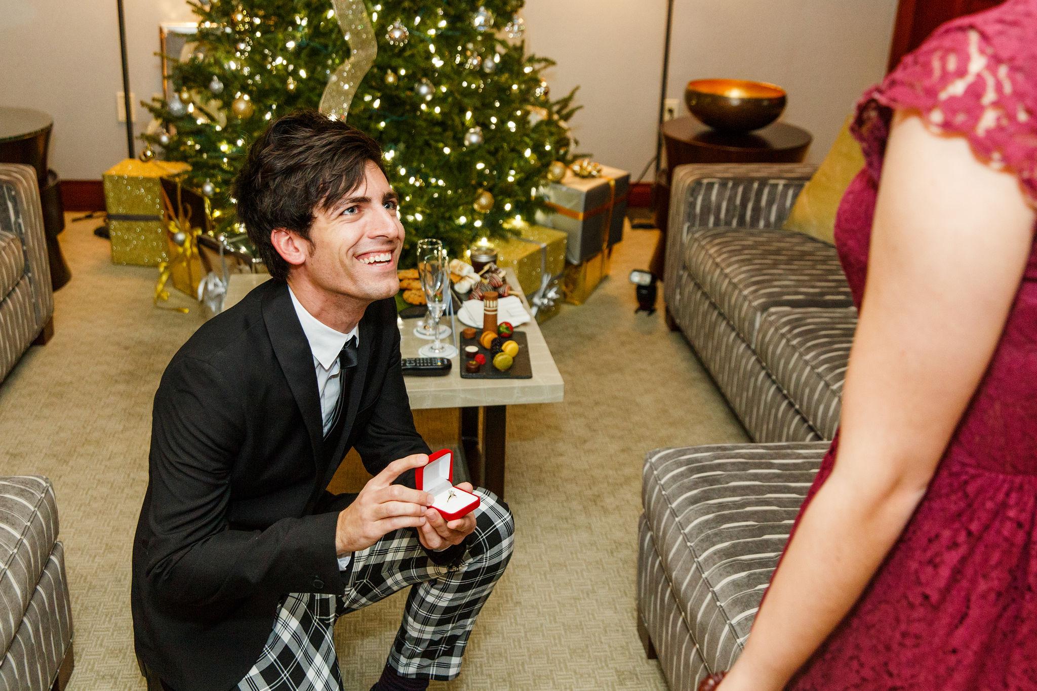 Christmas-Surprise-Proposal-Photographer