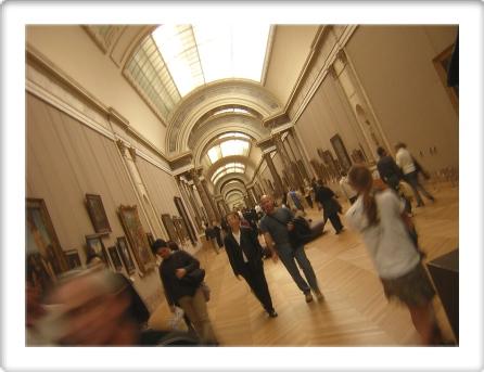 Louvre grand hall.jpg