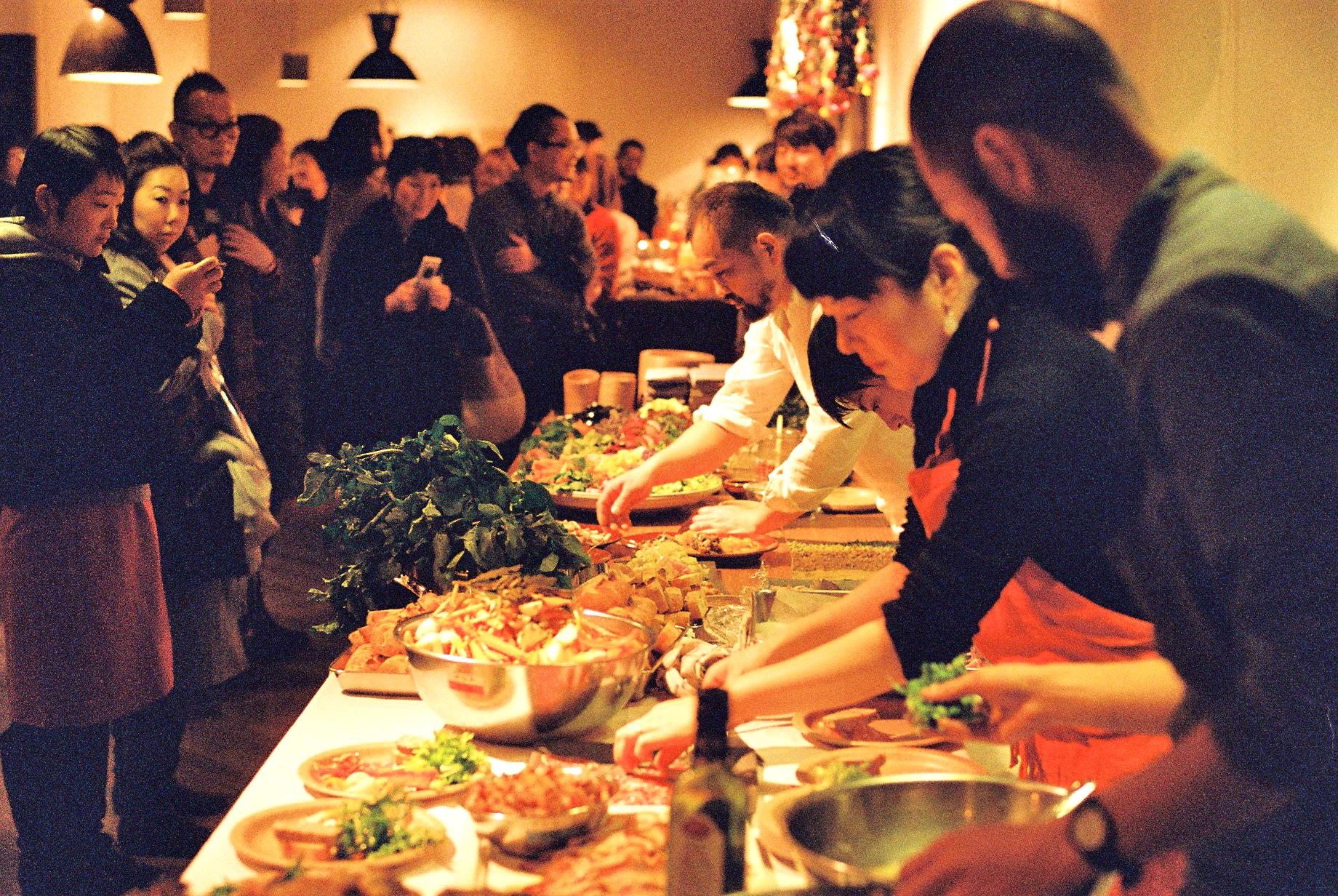 美味しい食事でつながる、空間と料理人とお客様。