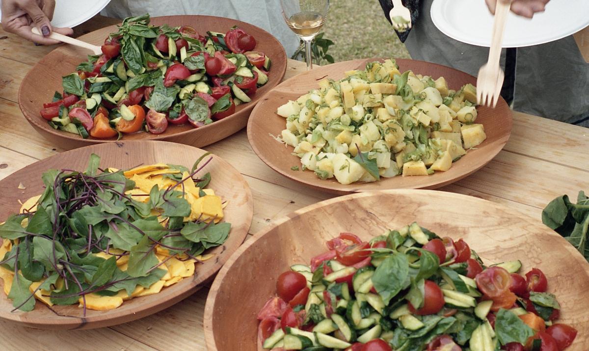旬の野菜の美味しさが存分に引き出されたサラダ。シンプルな調理方法ですが、オープン直前に調理されたサラダは、多くの参加者の方々から最も印象に残った料理と評価をいただきました。