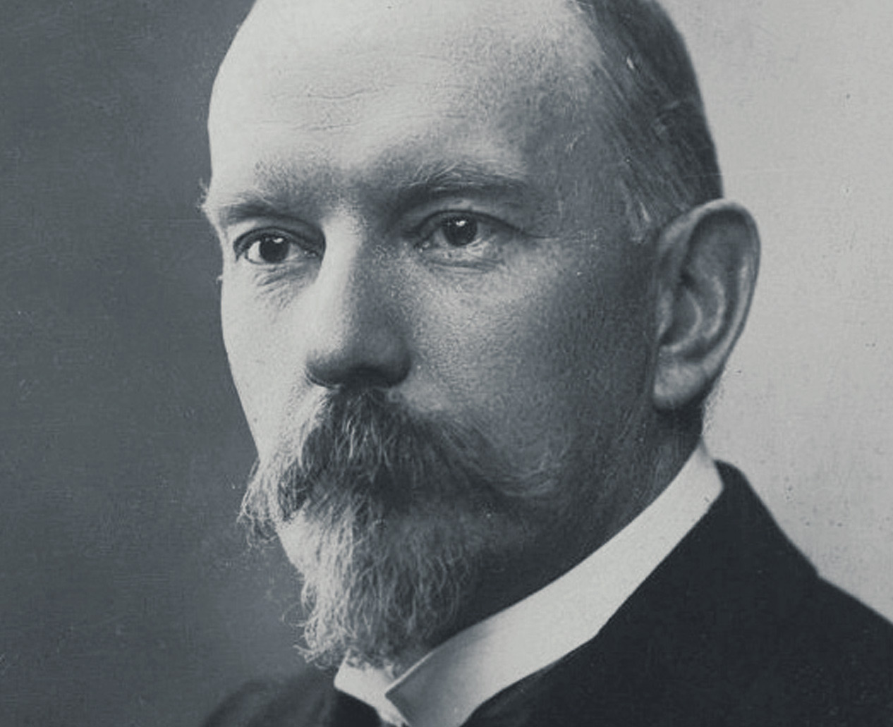 Jules Renard  was a  French author  most known for his works,  Poil de Carotte  and  Les Histoires Naturelles .      Image Credit: lalangostaliteraria.com