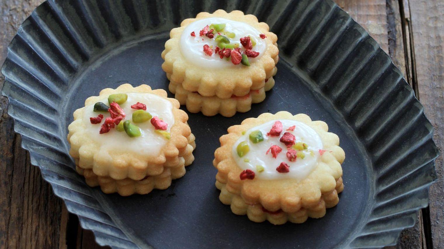 biscuits-a-la-confiture-de-framboises_5456696.jpg