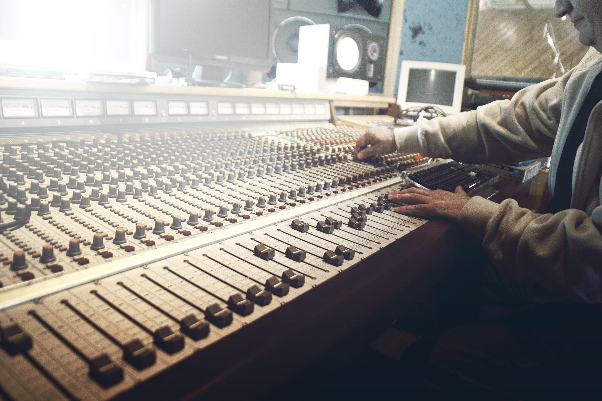 sound-studio-407216_1920.jpg