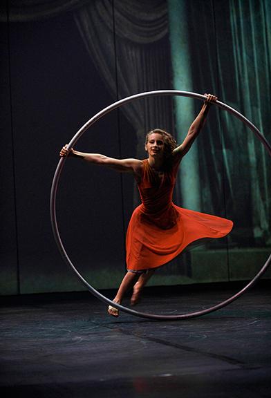 cirque_eloize_cirkopolis_cyrwheel_web.jpg