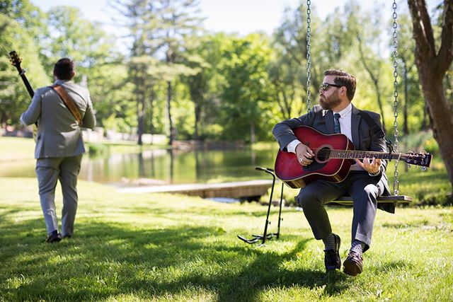A couple amazing ceremony musicians strumming those heart strings! 🎶  Photo:  @coleandkiera Bride: @katiecmckenna